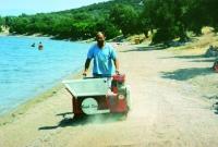 Машина за почистване на плажове