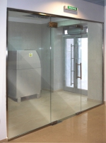 стъклена преградна стена 505-3246