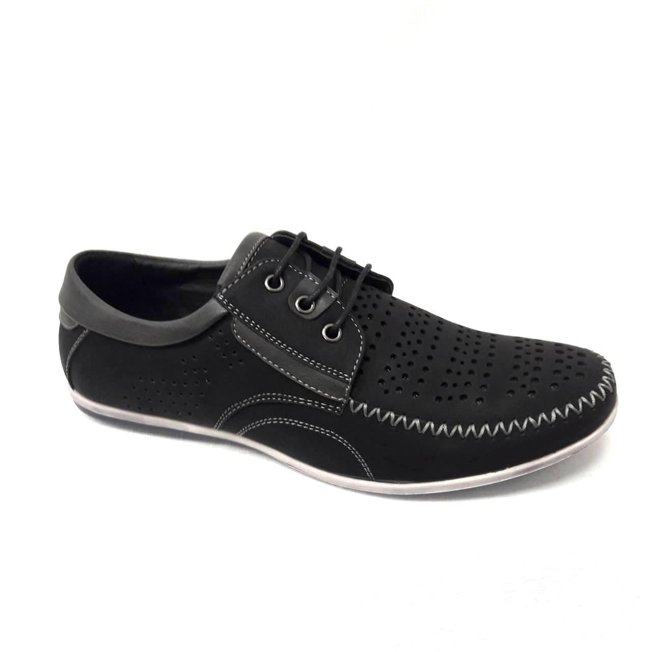 Черни мъжки кожени обувки с връзки.