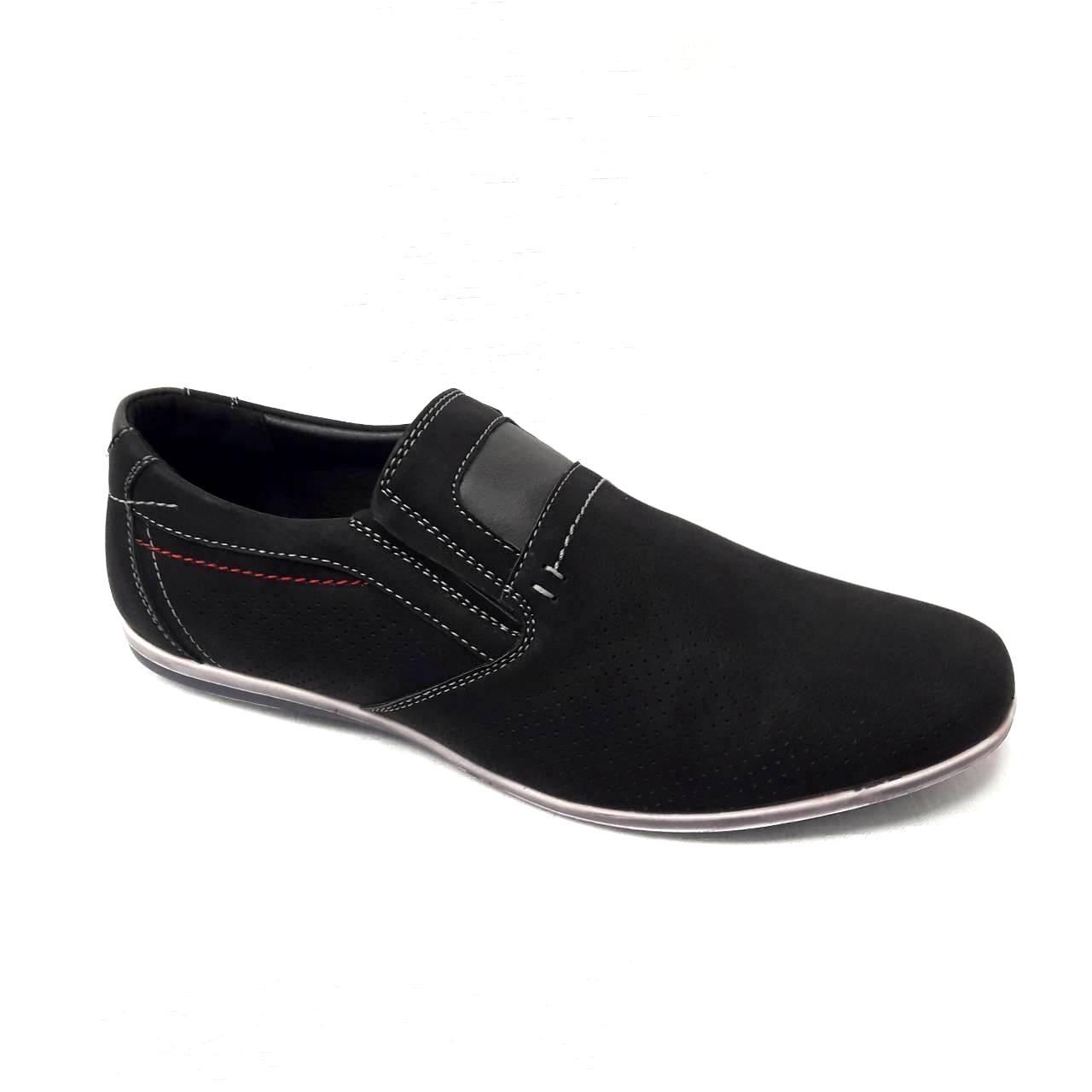 Черни мъжки кожени обувки без връзки.