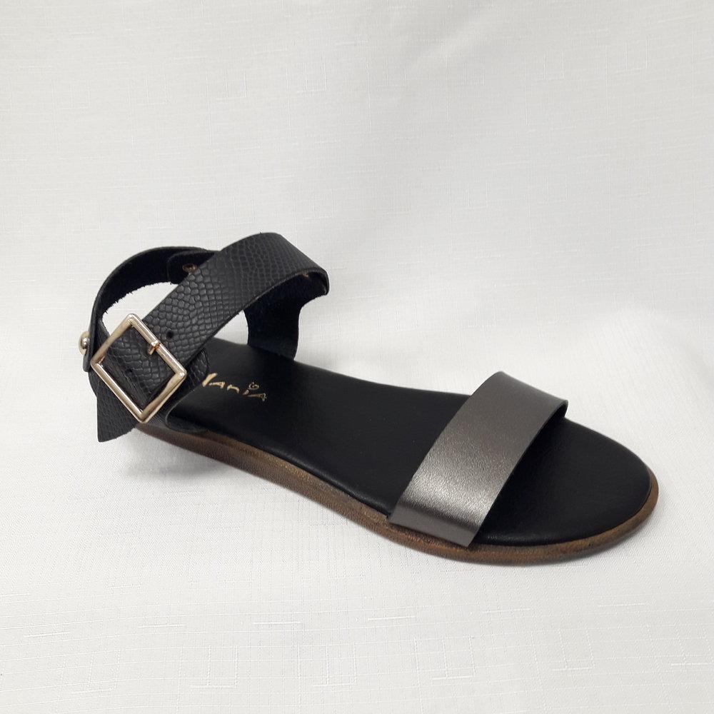 Дамски сандали от естествена кожа.