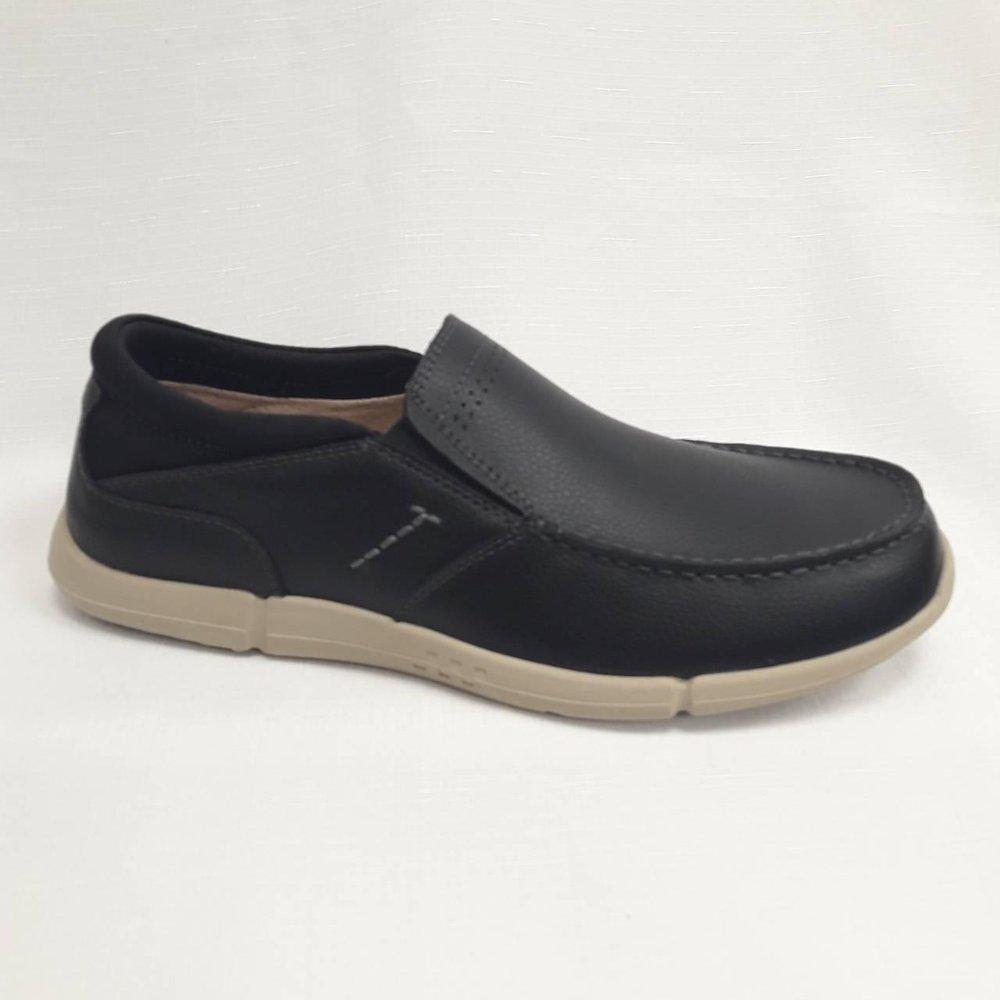 Черни мъжки обувки от естествена кожа.