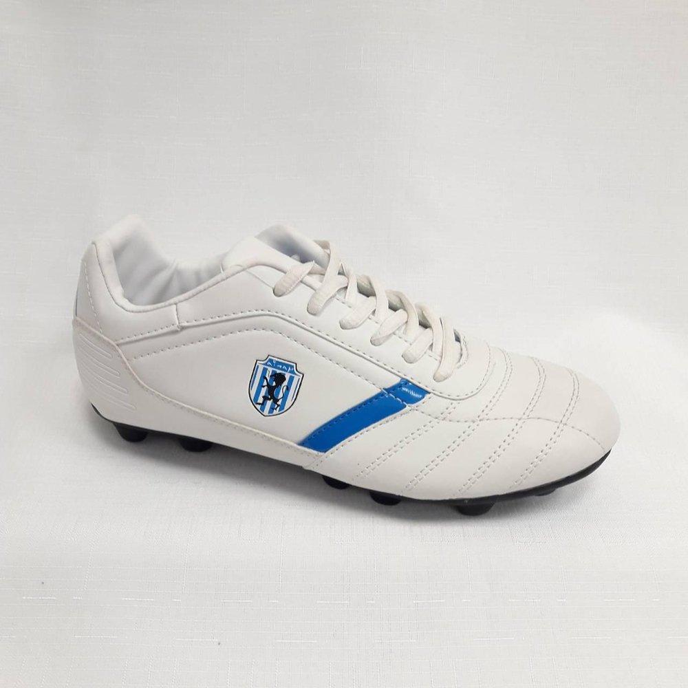 Бели мъжки обувки за футбол.