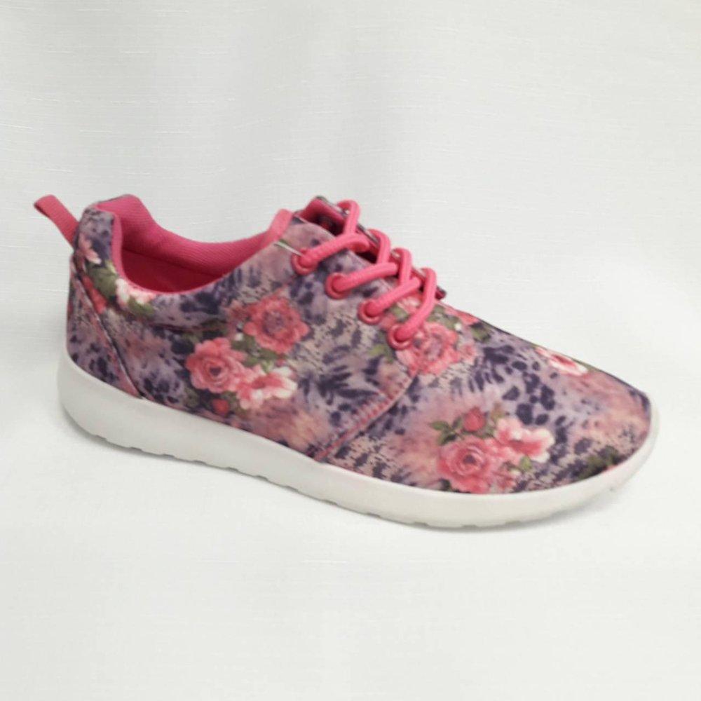 Шарени дамски маратонки на цветя.