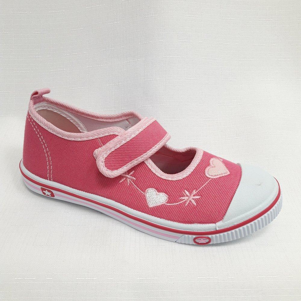 Розови детски гуменки на сърца.