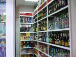 алкохолни стелажи и витрини