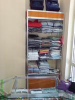 изработка на стелажи за дрехи