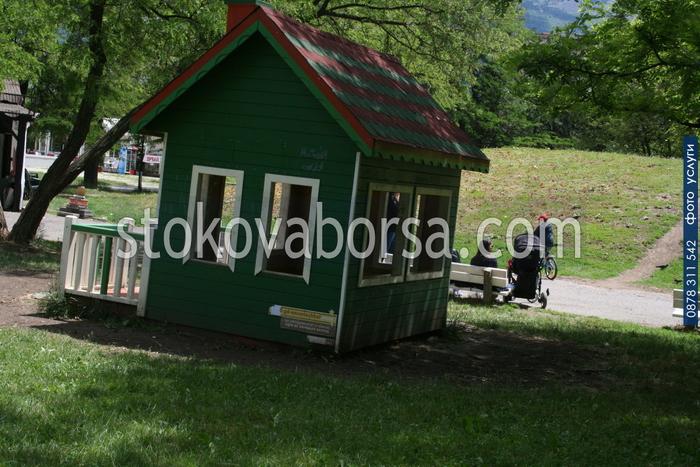 Дървена детска къщичка - модел