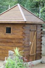 Дървена къщичка за деца