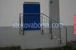 иноксов парапет за стълбище