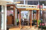 изработка на дървен навес за магазин