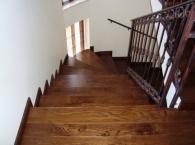 Извити лакирани стълби