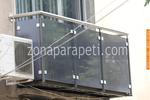 изработка на парапети за тераси от инокс и сиво стъкло