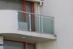парапети за тераси от инокс и зелено стъкло по поръчка