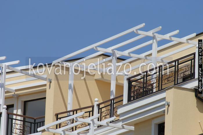 балконски парапети по поръчка от дърво и ковано желязо