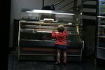 Стъклена хладилна витрина за сладкарски изделия по поръчка