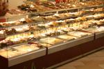 Стъклена хладилна витрина за сладкарски изделия