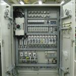 Монтаж на промишлени контролери
