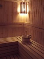 Домашна финландска сауна с обшивка от червен кедър