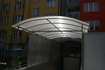 дъговидни навеси от поликарбонат за обществени сгради и обществени места