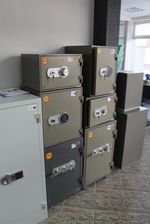 Малък или брониран сейф за вграждане Перник